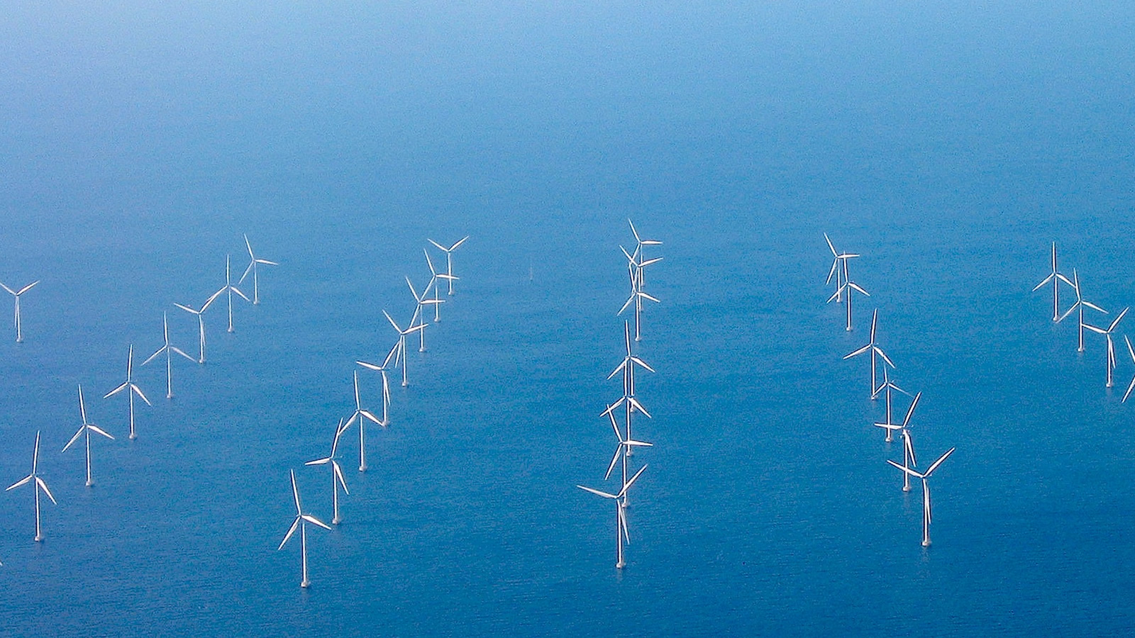 <h4>State commitments on the rise</h4><h5>State leaders along the Atlantic coast have already committed to nearly 25,000 MW of offshore wind by 2035 — enough to power more than twelve million homes.</h5><em>Kinolamp via Flickr CC BY-SA 2.0</em>